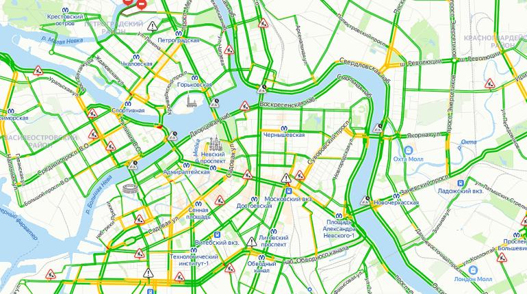 Дороги Петербурга утром свободны от машин