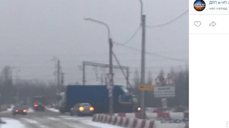 Водители бьются в ДТП на неубранных от снега дорогах Петербурга