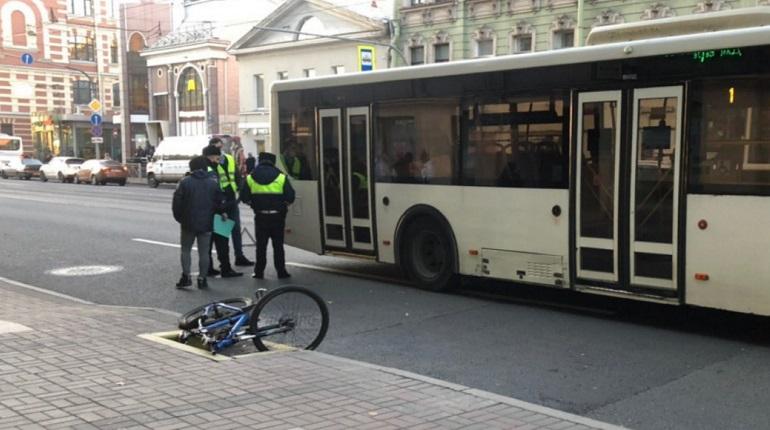 На Среднем проспекте В.О. автобус и велосипедист угодили в ДТП
