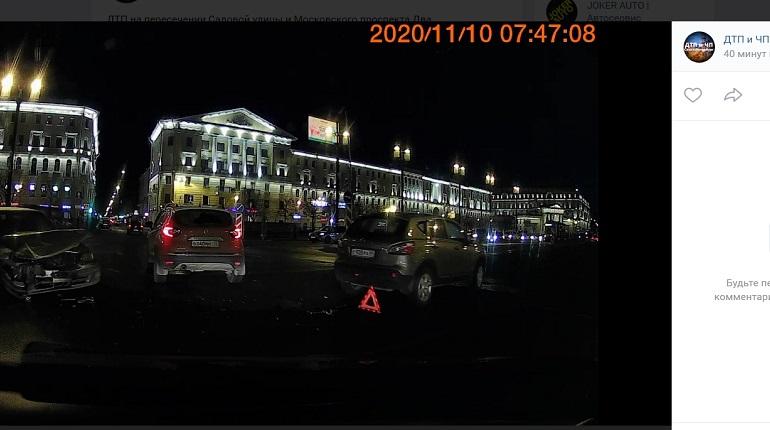 На Садовой улице два автомобиля не поделили проезжую часть