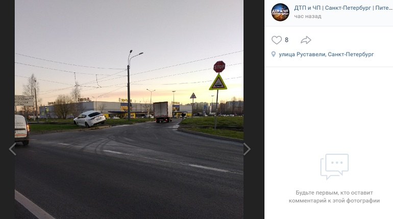 На улице РуставелиKia «припарковалась» на газоне