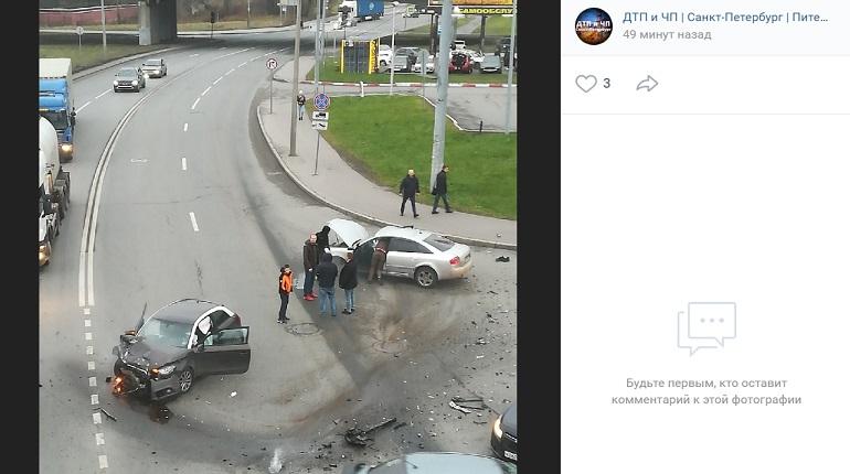 Очевидцы сообщили о серьезном ДТП на улице Морской Пехоты