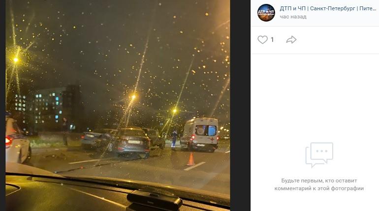 На проспекте Солидарности три автомобиля угодили в ДТП — на месте «скорая»