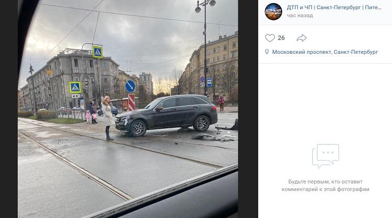На улице Фрунзе Mercedes и Peugeot угодили в ДТП