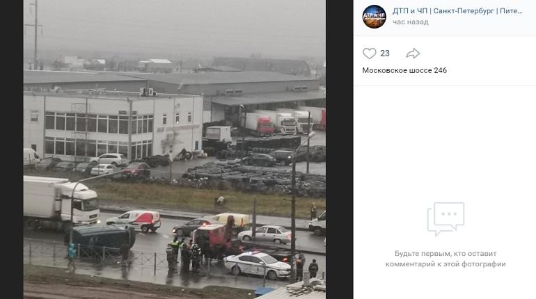 На Московском шоссе Газель перевернулась на бок