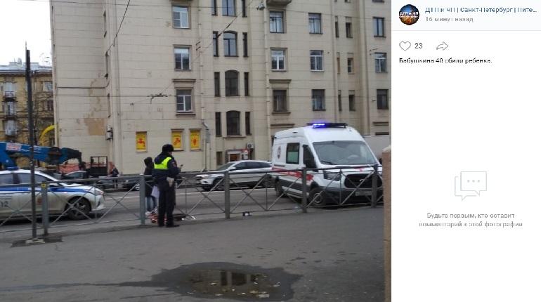 На улице Бабушкина сбили ребенка на велосипеде — на месте «скорая»