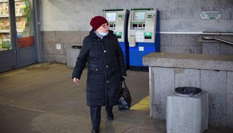 Десятки петербургских пенсионеров проигнорировали режим самоизоляции