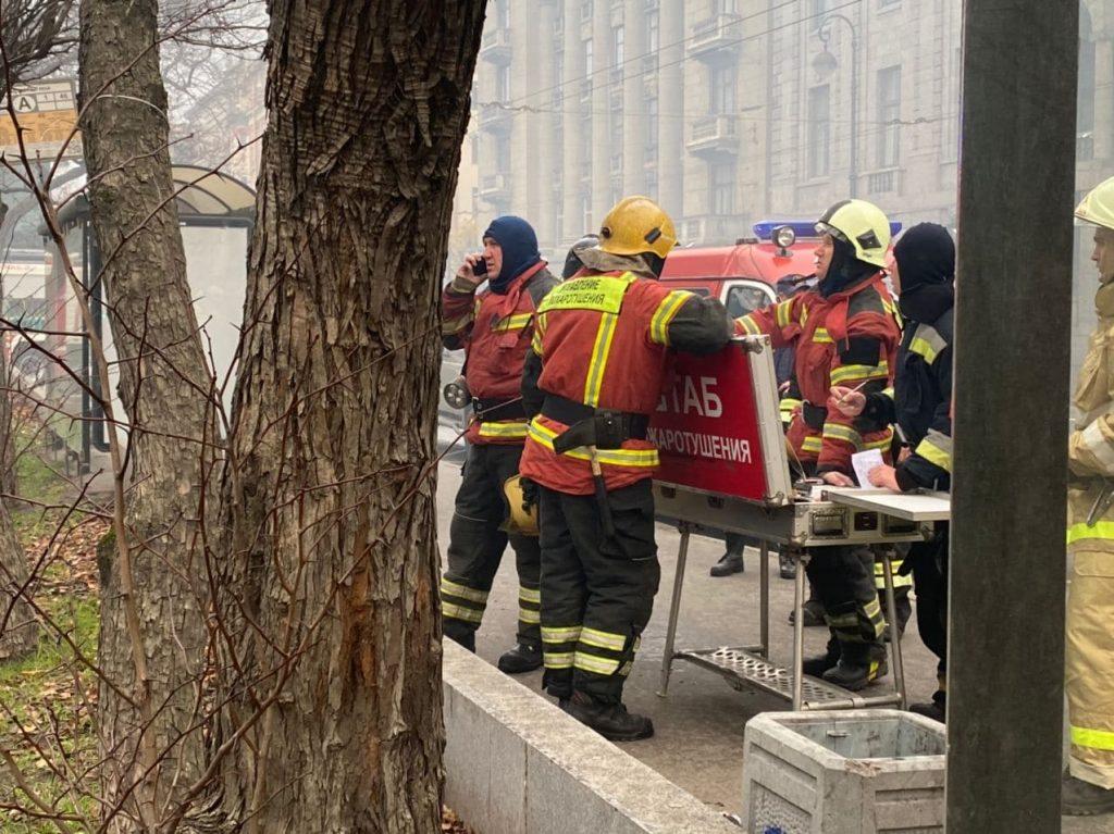 Пожару в историческом особняке на Петроградке повысили ранг
