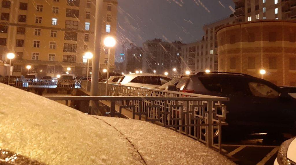 В Петербурге выпал снег, пробки на дорогах выросли до 7 баллов