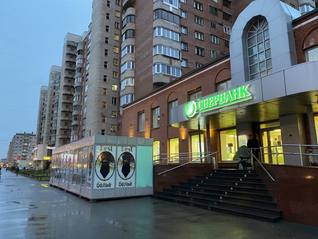 Кировский район превращается в один сплошной рынок