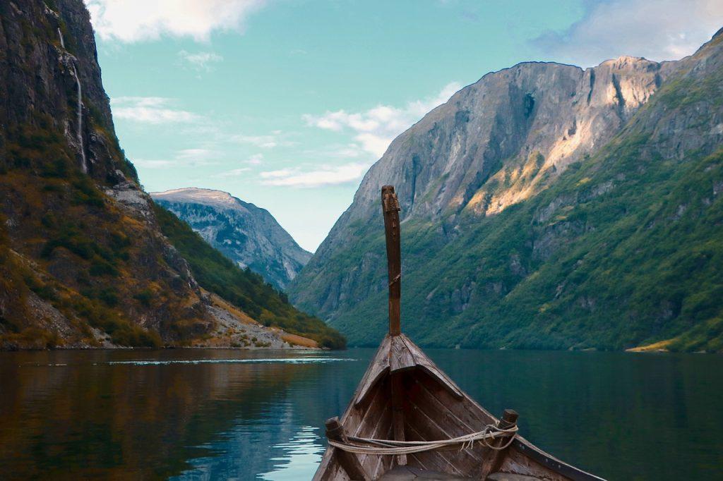 Норвежские археологи нашли целый подземный город рядом с погребнным кораблем викингов