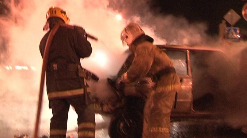 Пожарные потушили KIA и Chevrolet в Колпинском районе