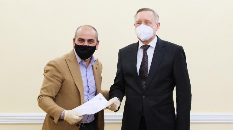 Известный ресторатор Мнацаканов заверил Беглова, что общепит продержится в Новый год