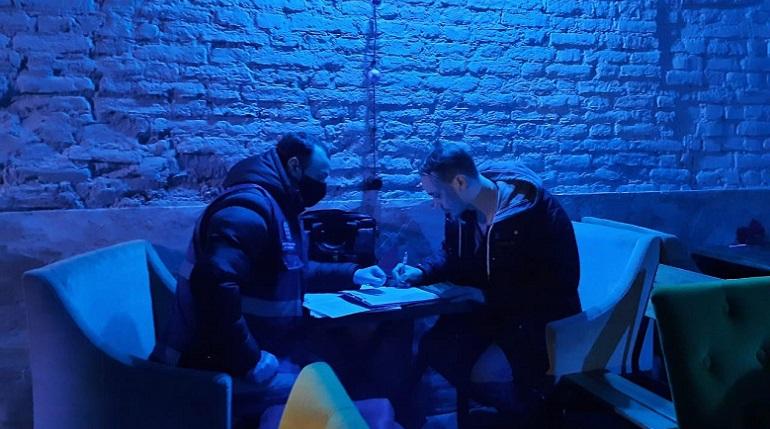 После ночного рейда в Петербурге опечатали бары на Рубинштейна и Гороховой