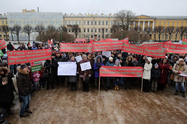 Приставы Василеостровского района помогли дольщикам получить более 19 млн