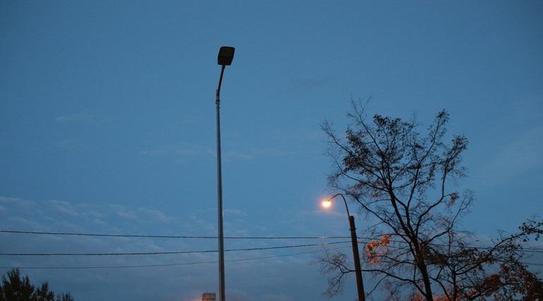 Водитель и пассажир погибли после удара о фонарь на Белоостровском