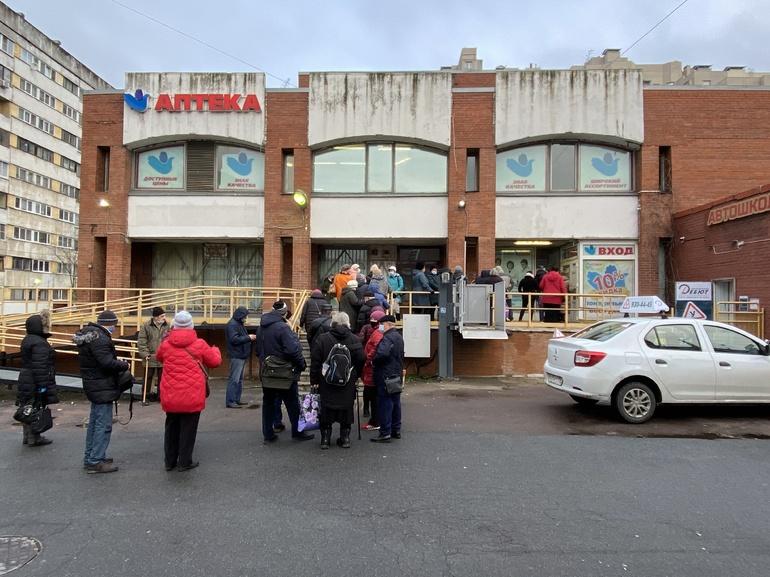 Петербург в аутсайдерах по числу аптек среди городов-миллионников