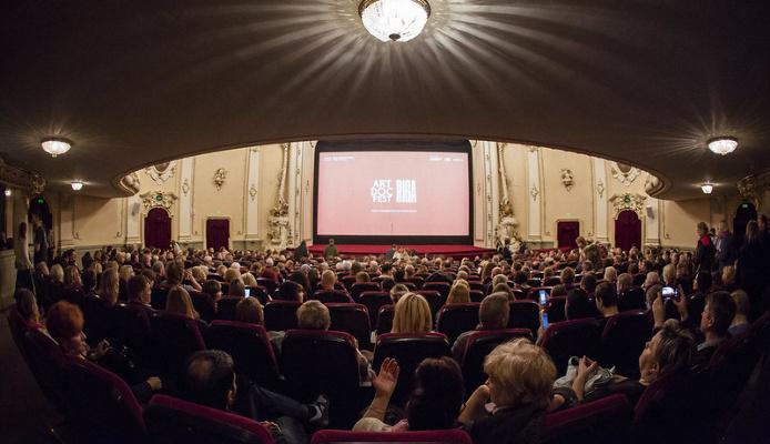 28 декабря люди отмечают Международный день кино