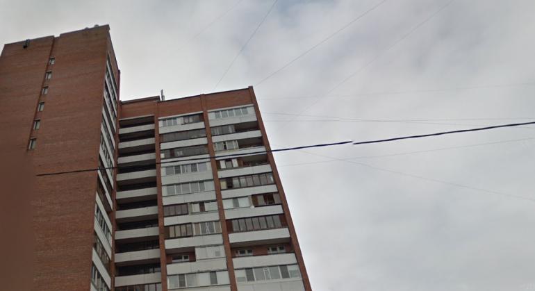 Рецидивист вытолкнул гостью с балкона пятого этажа на Ленской