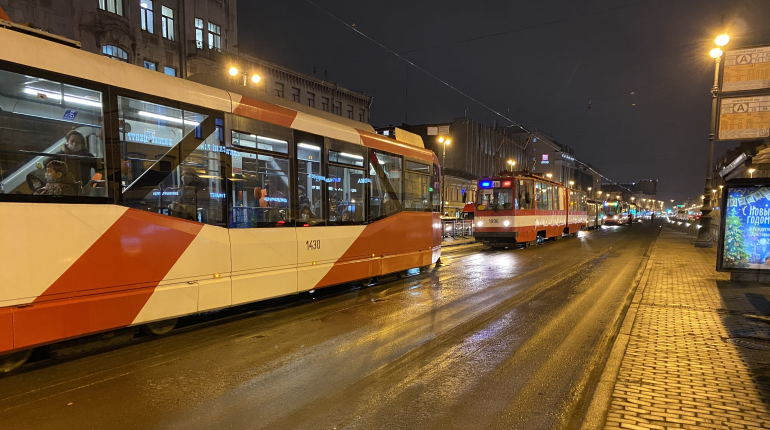 Авария на Лиговском парализовала движение трамваев