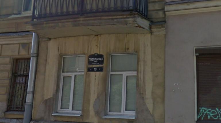 Двое похитили петербуржца и отобрали семь смартфонов