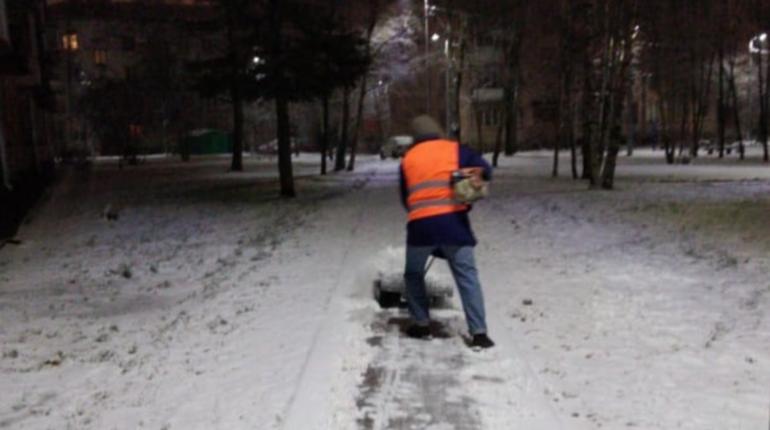 Рабочий день: коммунальщиков оставили без праздника