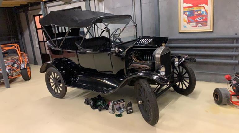 Коллекцию ретроавтомобилей изъяли у петербургской фирмы по делу о невыплате зарплаты