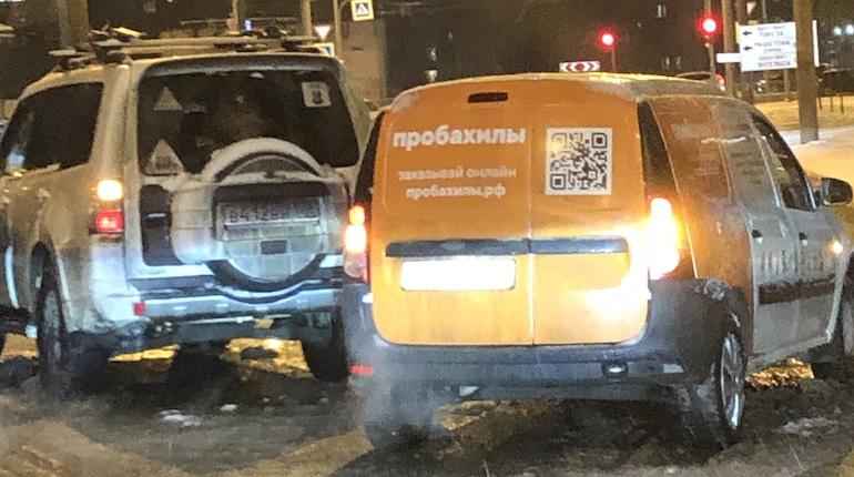 На Есенина машина с бахилами врезалась в «Паджеро»