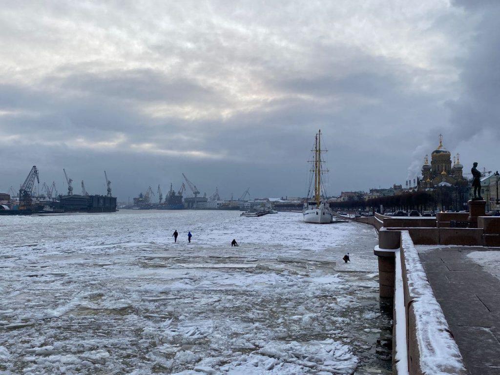 В Петербурге за выход на лед оштрафованы 10 человек