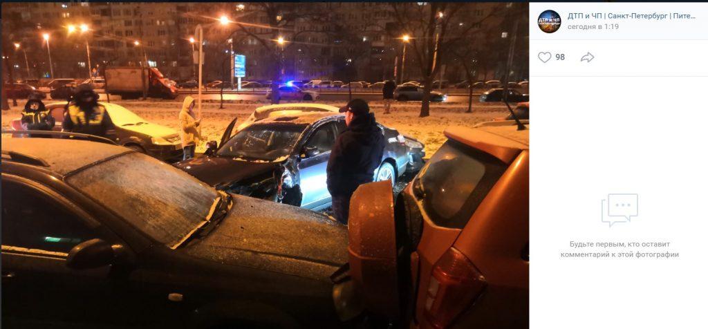 Ночная погоня на Дунайском закончилась массовым ДТП
