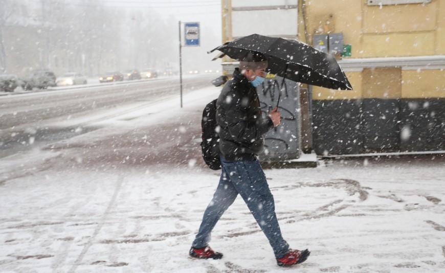 Ленинградцев предупредили о скользких дорогах и резком похолодании