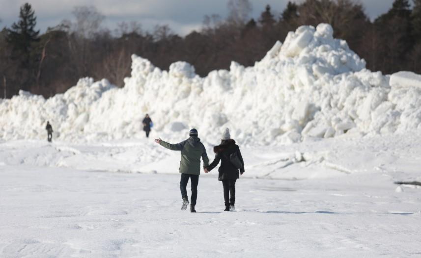 МЧС попросило жителей Ленобласти не ходить по хрупкому льду