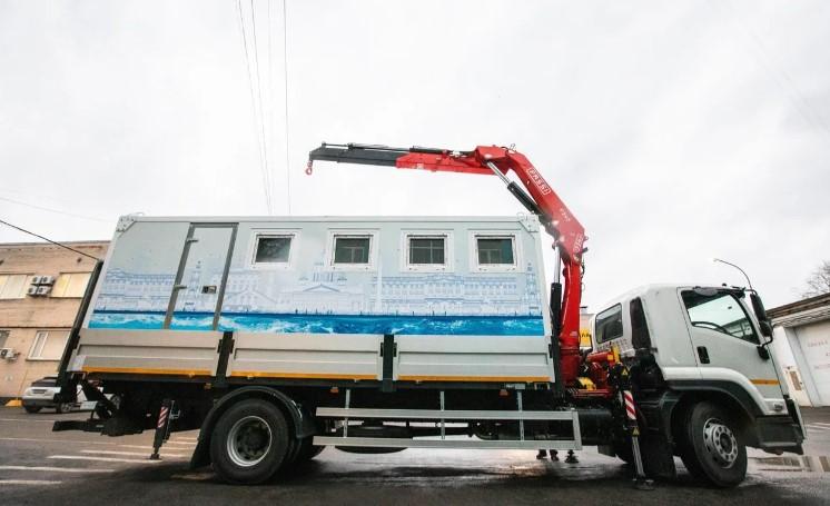 «Водоканал» показал петербуржцам чудо инженерной мысли — передвижной туалет — трансформер
