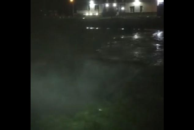 Жители «Новой Охты» жалуются на вонючий водопад из канализационных вод