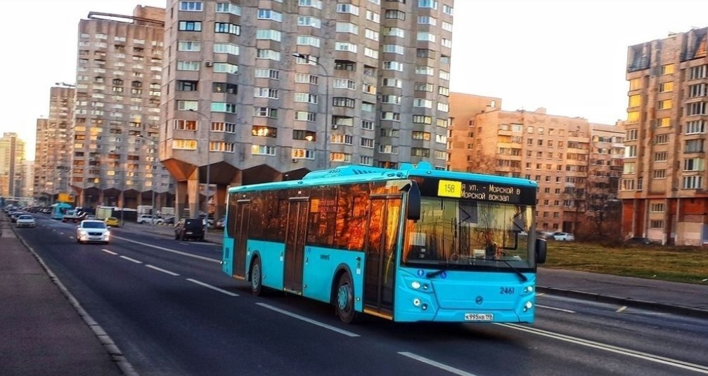 Сто новых ЛиАЗов будут возить петербуржцев по Васильевскому острову и Петроградке