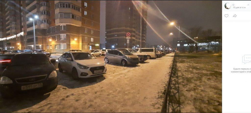 Парковки vs газоны: петербуржцы просят власть разобраться с автохамамив Московском районе