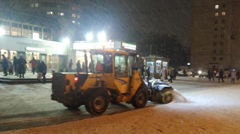 За прошедшие сутки с петербургских дорог вывезено 4213 кубометров снега
