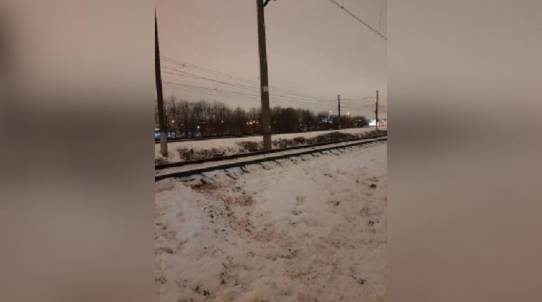 Попавший под поезд в Петербурге ребенок остается в тяжелом состоянии