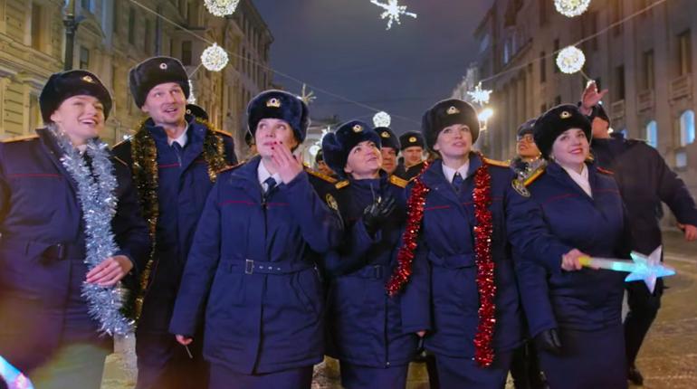 В Следственном комитете россиян поздравили песней «Снежинка»