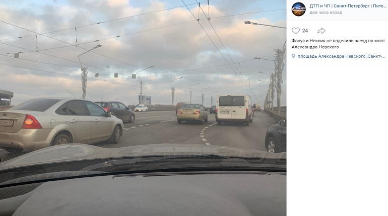 На заезде на мост Александра Невского Ford и Daewoo не поделили проезжую часть