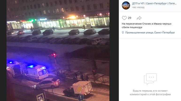 На проспекте Стачек сбили пешехода — на месте реанимация