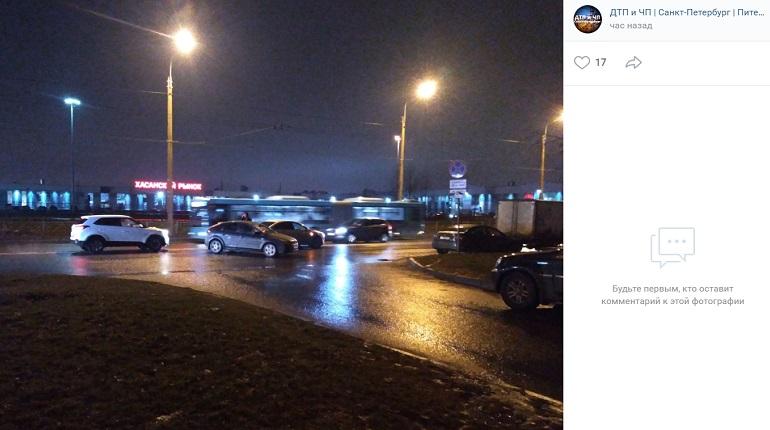 На Хасанской улице два автомобиля угодили в ДТП