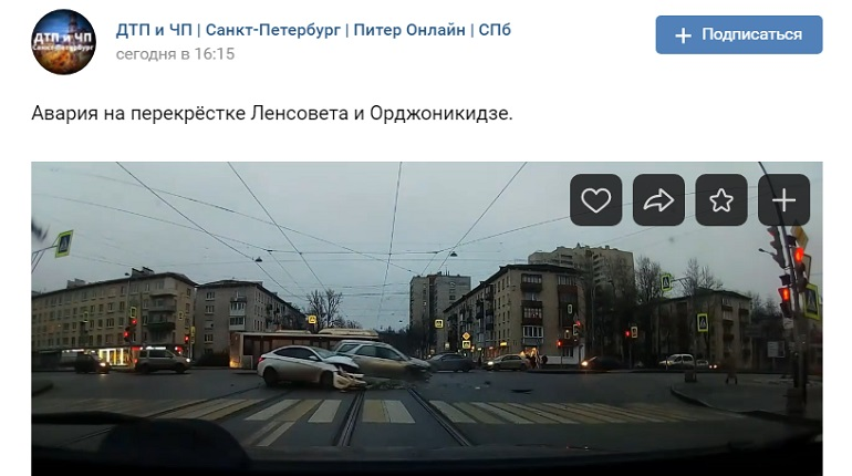 На улице Ленсовета в ДТП с двумя авто проезжую часть засыпало осколками