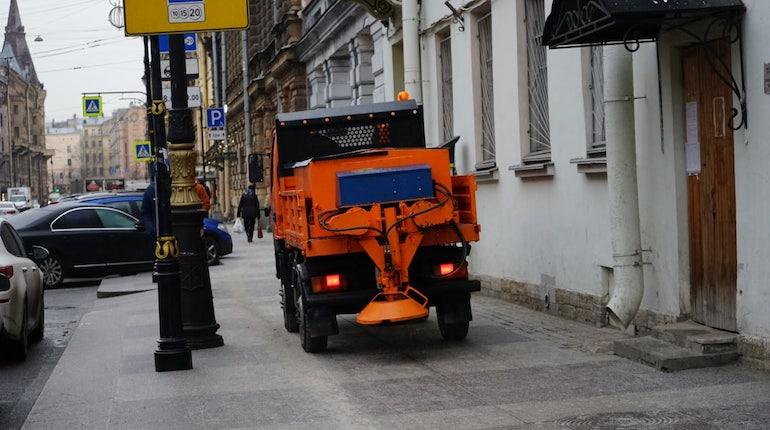 Петербург начали солить