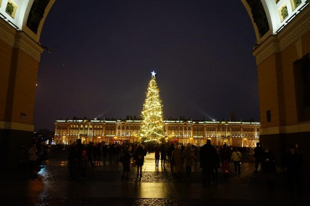 Фоторепортаж Мойки78: на Дворцовой нарядили новогоднюю ёлку