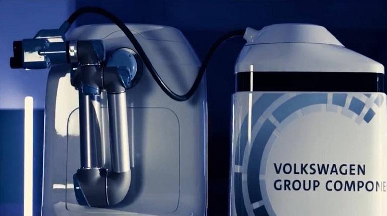 Новый робот Volkswagen умеет самостоятельно заряжать электрокары