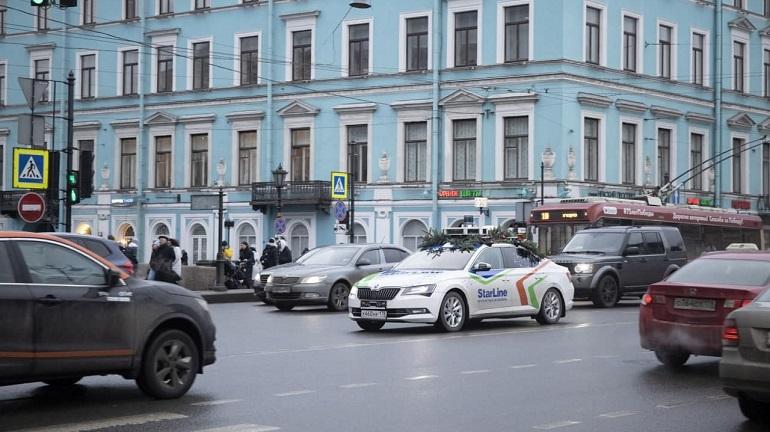 По Невскому проспекту разъезжает беспилотный автомобиль Starline