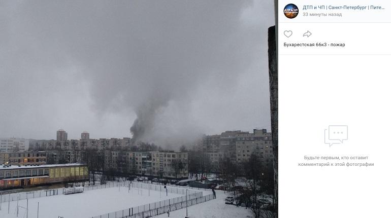 На Бухарестской улице вспыхнула квартира — на месте МЧС