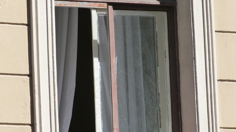 В Киришах «домушник» утащил из квартиры бизнесмена 4,5 млн