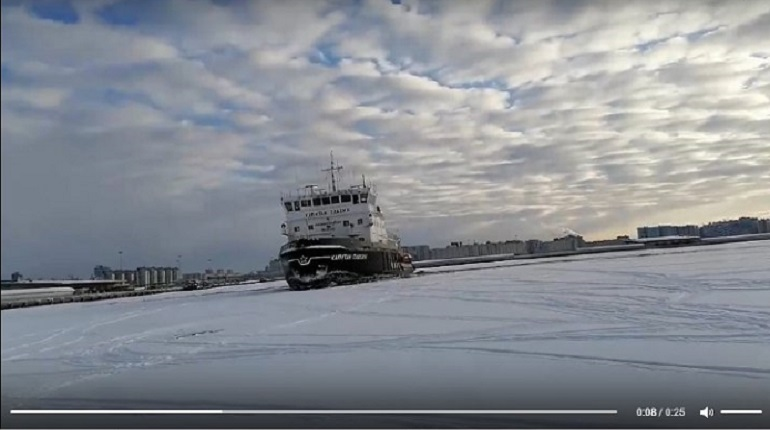 Ледокол «гонялся» за рыбаками по Финскому заливу